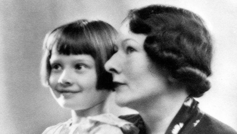 Audrey Hepburn en haar moeder Ella van Heemstra in 1938. Beeld Familiefoto, web