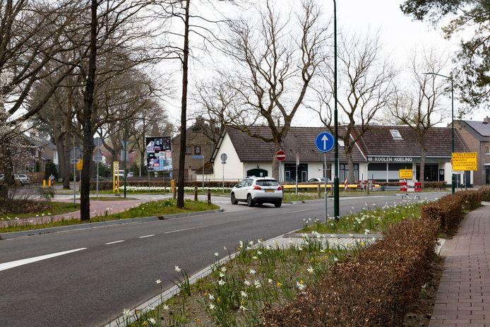 De splitsing bij de Burgemeester Uijenstraat en Heikantstraat in Waalre mag alleen ingereden worden door woon- en werkverkeer.