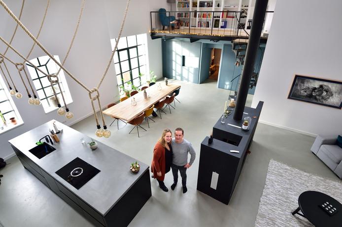 Jolanda en Bas Bremmer in hun woning in de Oude Touwfabriek in Oudewater.