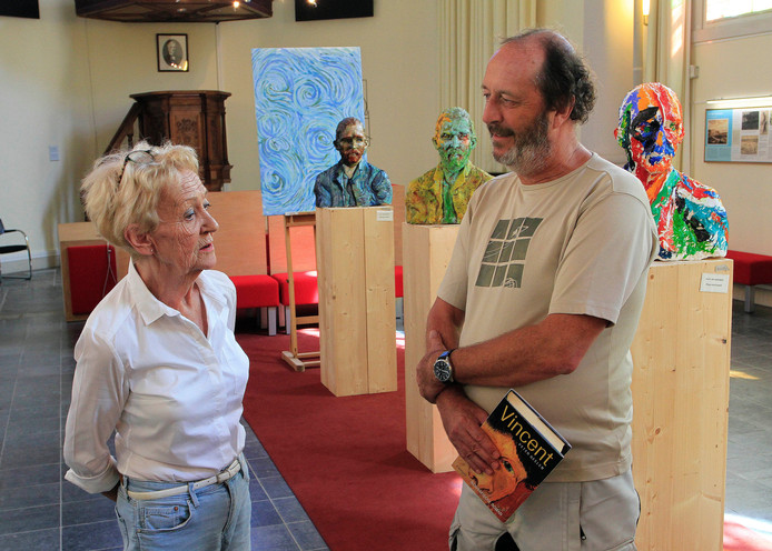 Peter Geelen schreef zijn biografische roman over Vincent van Gogh met hulp van Lia Mars, vrijwilligster bij de Stichting Vincent vanGogh Etten-Leur.