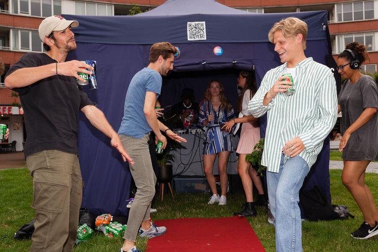 Music Moves werft op het Marie Heinekenplein jongeren die evenementen willen organiseren voor mensen met 'een afstand tot de dansvloer'. Beeld Nina Schollaardt