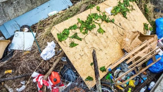De Maas ligt vol met rommel, maar zelf opruimen wordt afgeraden: dit is waarom