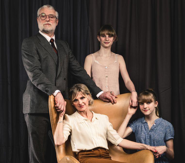 De familie uit 'Familie'. Met Filip Peeters, An Miller en hun dochters. Beeld RV Michiel Devijver