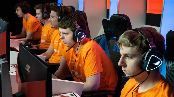 Het nationale Rocket League-team eTeamNL heeft zich geplaatst voor de Olympische finale. Het team wist de bloedstollende kwalificatieserie te winnen.