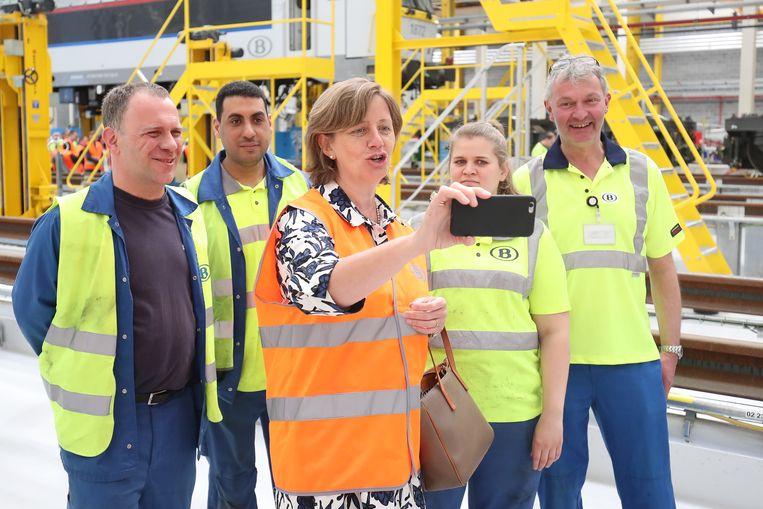 NMBS-CEO Sophie Dutordoir, gisteren bij de inhuldiging van een nieuwe werkplaats in Luik.