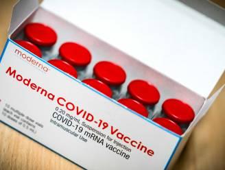 """""""Moderna-vaccin biedt minimaal een jaar bescherming tegen corona"""": derde dosis zou bescherming kunnen verlengen"""