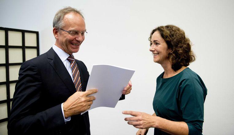 Minister Henk Kamp van Economische Zaken en Femke Halsema tijdens de presentatie van het rapport Commissie behoorlijk bestuur. Beeld anp