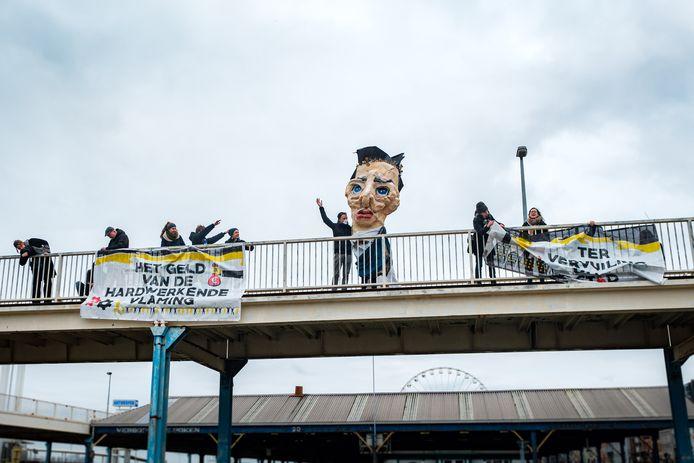 Klimaatprotest van onder andere Extinction Rebellion tijdens de Antwerpse nieuwjaarsdrink aan de kaaien.