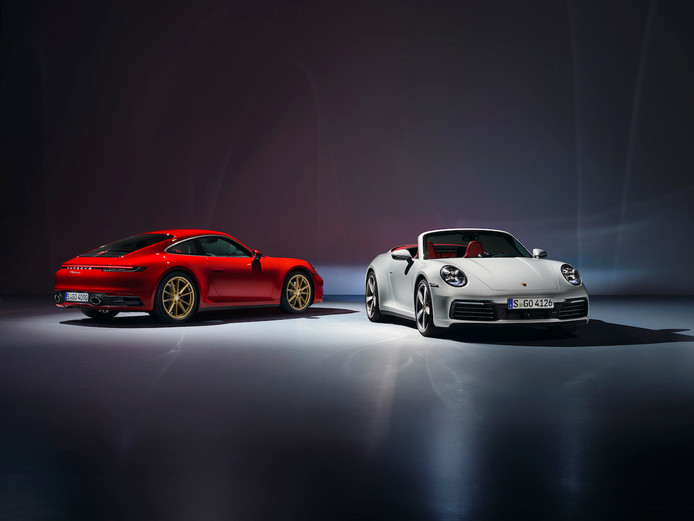 De huidige Porsche 911 coupé (links) en cabriolet.