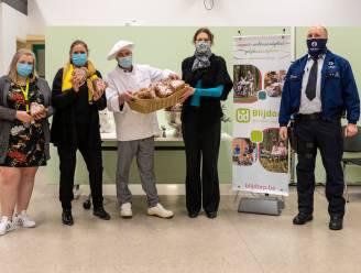 Chef van Eethuis Litus verwent medewerkers Blijdorp met 500 harten uit peperkoek