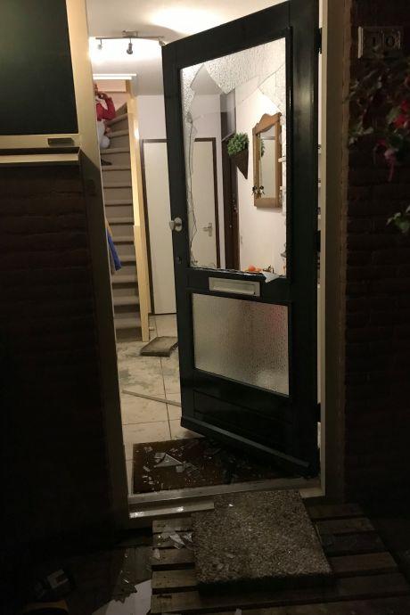 Na 2 jaar begint rechtszaak overval Hrieps. Slachtoffer Leny (76): 'Wáár is het geld', schreeuwde de overvaller