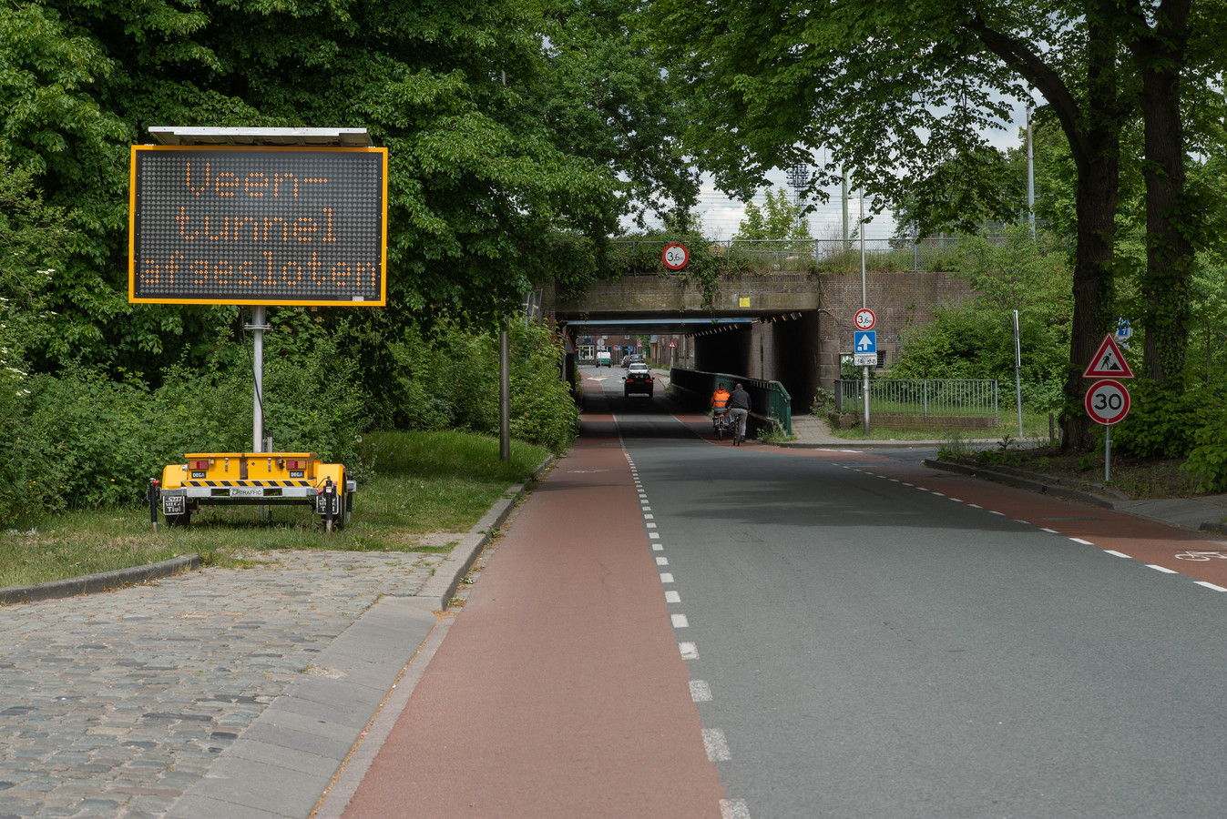 De Veentunnel in Deventer gaat vanaf maandag 25 mei twee maanden lang op slot.