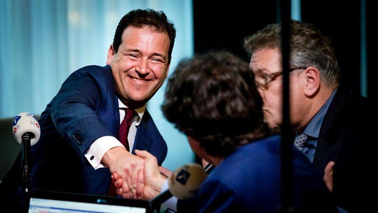 Asscher (PvdA) schudt de hand van Klaver (GroenLinks) Beeld ANP