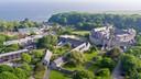 Het complex van Atlantic College aan de zuidkust van Wales.