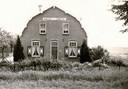 De al lang verdwenen Willie's Hoeve aan de Rijksstraatweg, waar de ouders van Ingrid van 1962 tot 1965 inwoonden omdat er ook toen al een woningtekort was.