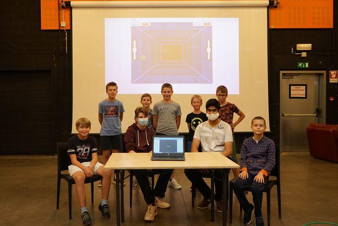 De jongeren mochten het resultaat van het zomerkamp voorstellen tijdens een afsluitend toonmoment in JOC De Nartist