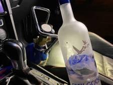 Bestuurder rijdt zonder rijbewijs rond in Rotterdam, maar wel mét een fles wodka en een tank lachgas