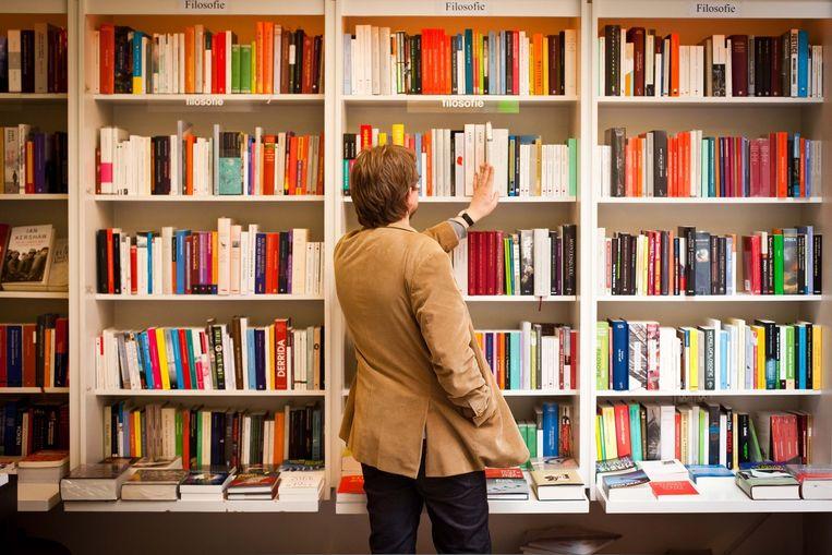 Het grote voordeel van offline boeken kopen is de kans op ontdekking en verrassing, stelt Vandorpe. Beeld Bas Bogaerts