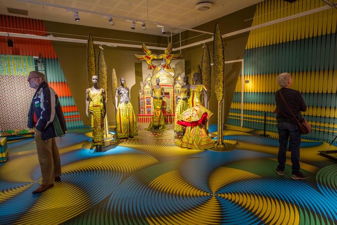 De Vlisco-tentoonstelling in Museum Helmond krijgt een tweede leven in de outlet store van de textielfabriek