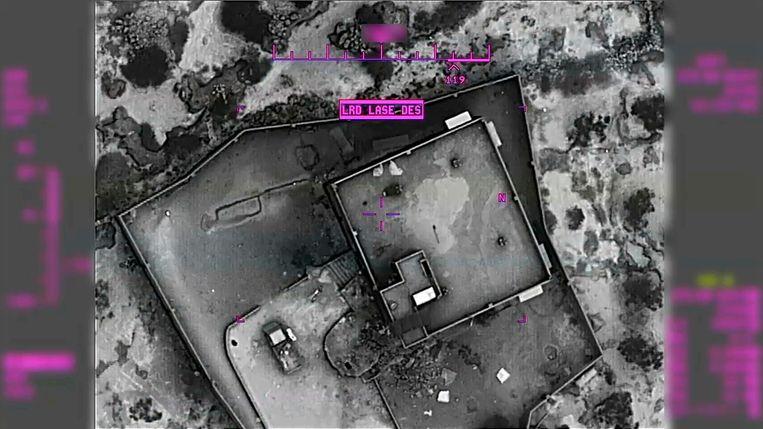 Het huis van Al-Baghdadi, vlak voordat het door een MQ-9 Reaper-drone wordt bestookt met precisietaketten.  Beeld AP