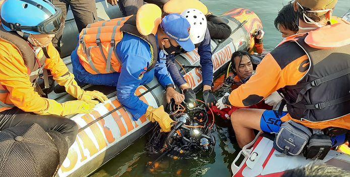 Au moins sept Indonésiens sont morts noyés lorsqu'un bateau surchargé a chaviré dans une retenue d'eau sur l'île de Java.