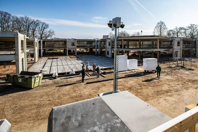 Het nieuwe gemeentehuis van Voorst is in aanbouw.