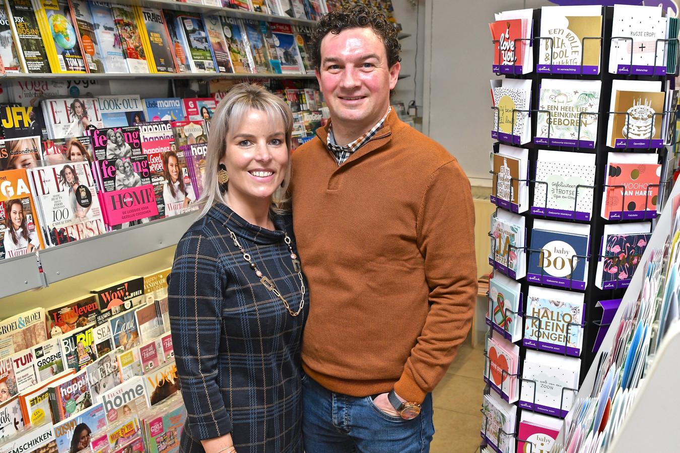 Krantenwinkel De Courant staat te koop. Marlien Vergote en Tom Vanlaeke zijn er elf jaar geleden gestart.