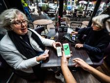 Het 'groene vinkje' is al snel ingeburgerd: 'Wie geen geldige QR-code heeft, mag buiten zitten'