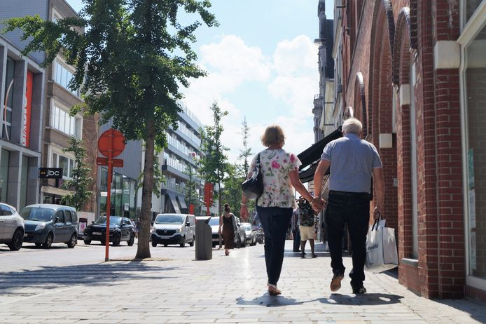 In de Ooststraat zagen we woensdagnamiddag veel koppels hand in hand wandelen. De Roeselarenaars zijn volgens de cijfers van de driejaarlijkse stadsmonitor dan ook gelukkige mensen.