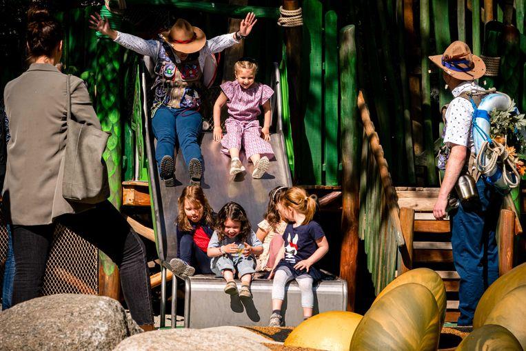 Het Speelbos Nest!, een vorige maand geopende attractie in de Efteling, is geschikt voor kinderen en volwassenen met of zonder beperking. Veel andere plekken in Nederland zijn volgens het SCP veel minder toegankelijk. Beeld ANP