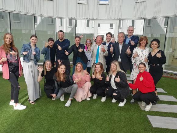 Leerlingen van de Erasmushogeschool en minister Muyters bezochten de Belgian Beauty Clinic