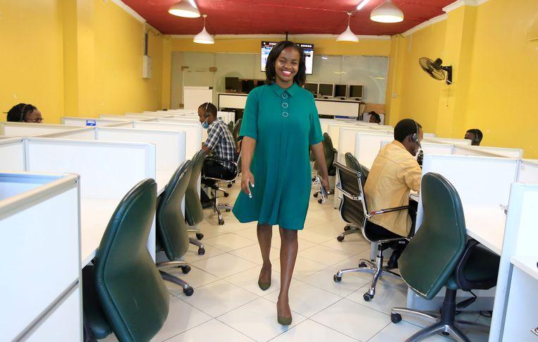Arts Jemimah Kariuki (28) organiseerde in coronatijd een  ambulancedienst voor zwangere vrouwen. Hiervoor ontving zij een award van de WHO.  Beeld REUTERS