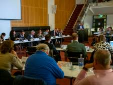 Raad Tilburg veroordeelt rellen en steunt burgemeester, 'Vernielingen absoluut verwerpelijk'
