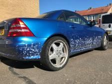 Straatbeeld: Auto vies, druk bij carwash