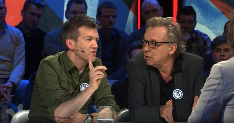 Filip Joos (links) en Jan Mulder tijdens Extra Time,  het discussieprogramma over voetbal op maandagavond. Beeld rv