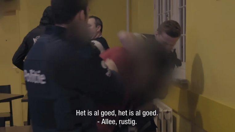 De Aalsterse politie pakt een persoon op aan de stationsbuurt.
