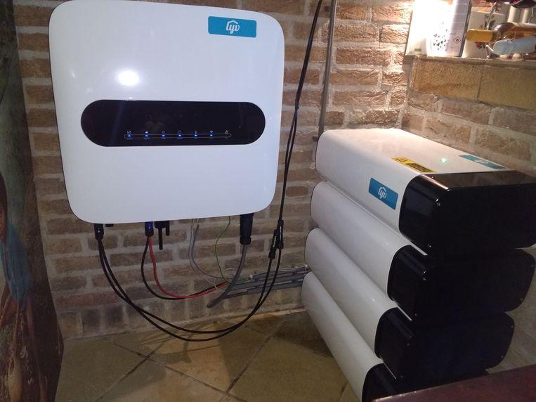 Mijn thuisbatterij draait sinds augustus. Als straks ook de slimme meter in huis is, kan 'Stroomhandel Dekker' zijn bijdrage aan een stabiel stroomnet gaan leveren. Beeld Vincent Dekker