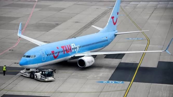 Un vol de TUI fly décolle avec des heures de retard et atterrit à Paris au lieu de Bruxelles: des passagers refusent de débarquer