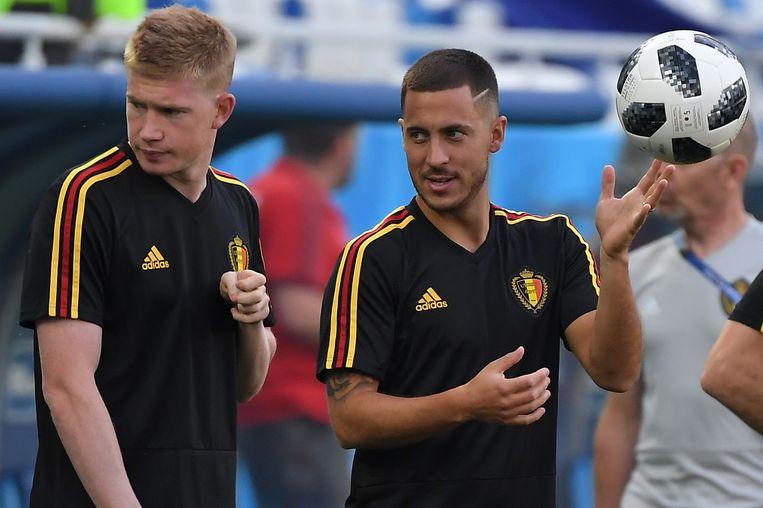 Kevin De Bruyne en Eden Hazard tijdens een training in het Russische Kaliningrad. Beeld AFP