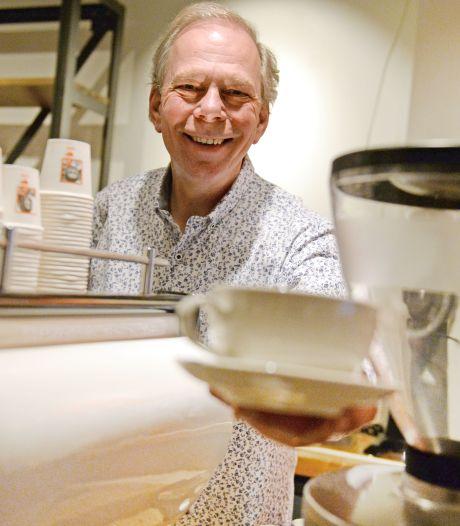 Guus IJzereef (59) opent na carrière in de metaal koffiewinkel in Enschede