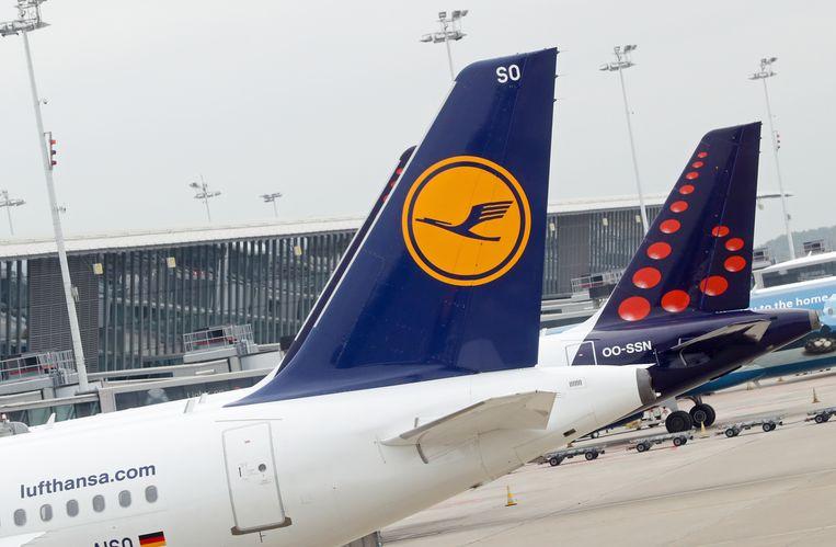 Vliegtuigen van Lufthansa en Brussels Airlines. Beeld BELGA