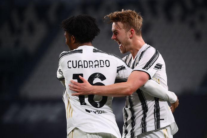 Matthijs De Ligt viert zijn goal met ploeggenoot Juan Cuadrado.