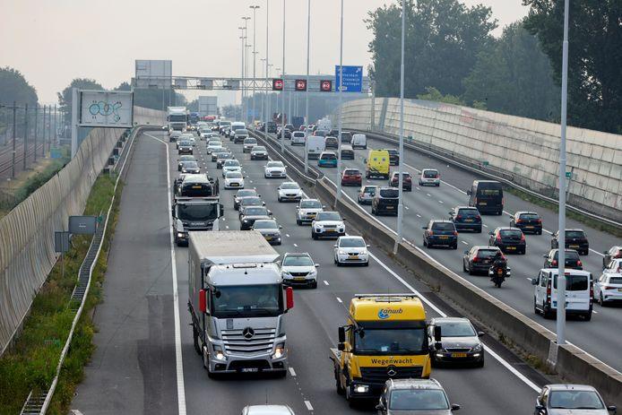 De Rotterdamse spits afgelopen donderdagochtend op de Rijksweg 20 bij het Rozenlaanviaduct: wel druk geen file.