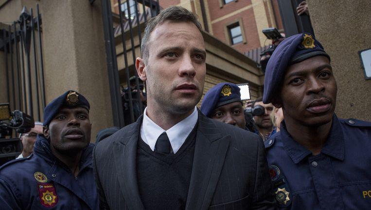 Oscar Pistorius vlak voor hij tot 6 jaar cel veroordeeld werd. Beeld
