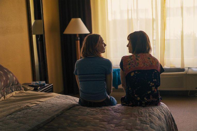 Saoirse Ronan (links) als de wispelturige, ongemakkelijke, eigengereide Christine en Laurie Metcalf als haar moeder Beeld