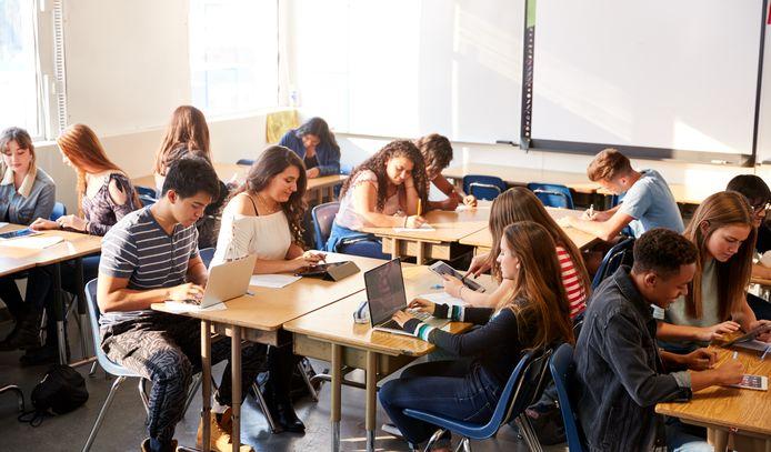 Uitgeverij Averbode maakt van leerkrachten studiecoaches met doe-het-zelf lespakketten Sync it en Swipe it.
