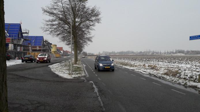 De wegen in kwestie. Links de huidige Annie MG Schmidtlaan, rechts de Biezelingseweg. In het nieuwe bestemmingsplan worden de twee wegen samengevoegd tot één nieuwe weg, die doorgaand verkeer moet ontmoedigen.