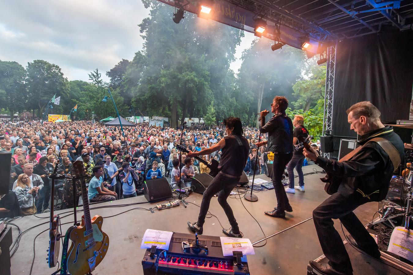Volle bak bij een optreden van The Wild Romance tijdens Palm Parkies Breda in 2019.