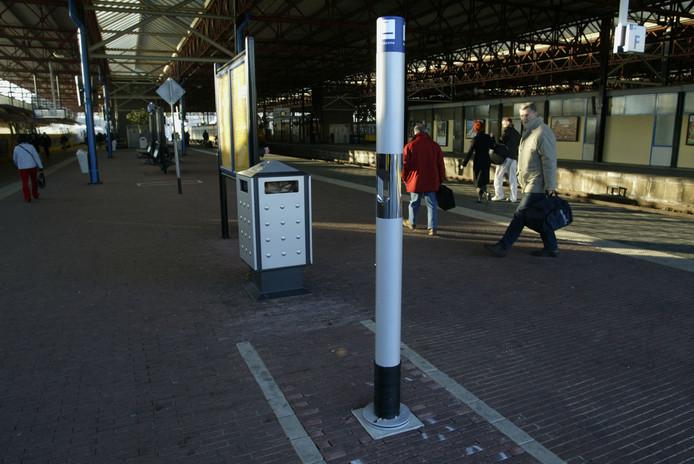 Pafpaal op uiterste eind van perron op  station Eindhoven