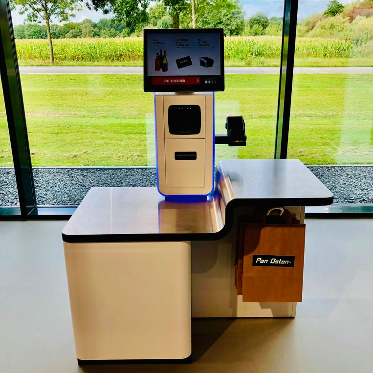 Self checkout. Beeld Margriet Oostveen